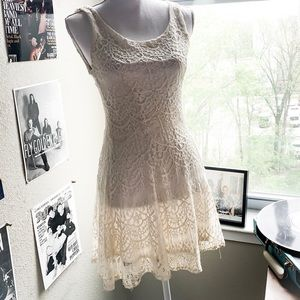 Dresses & Skirts - 👗Off white lace dress👗